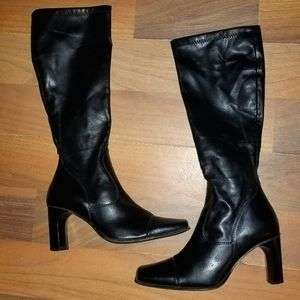 Woman's Zippered Heeled Boots size 36
